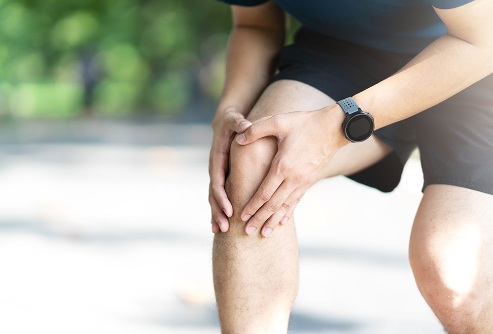 Man outside with knee pain